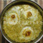 Яйца върху канапе от тиквички