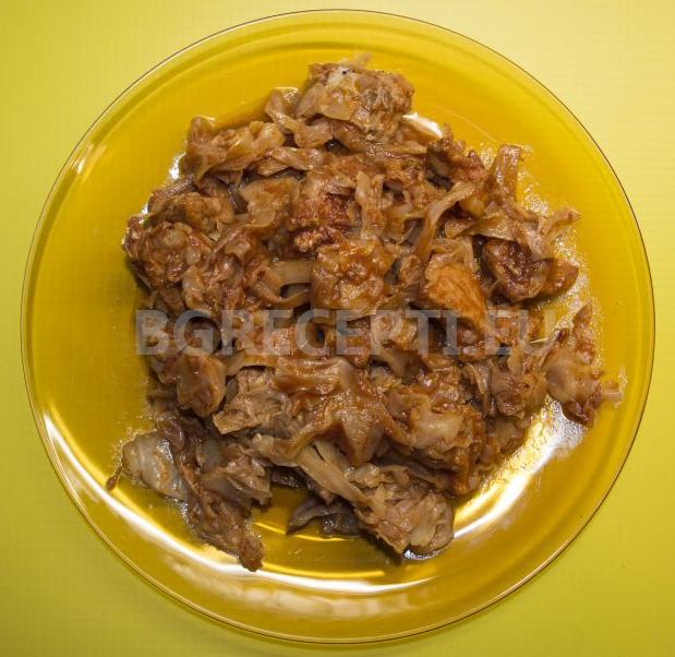 Свинско месо с прясно зеле в мултикукър