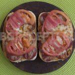 Сандвич със шпеков салам и кашкавал