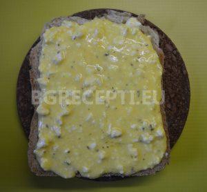 Сандвич с яйца и сирене