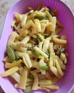 Праз със зелен боб и извара на тиган